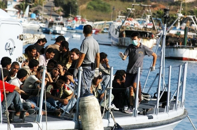 Migrants in Lampedusa by Sara Prestianni / noborder network
