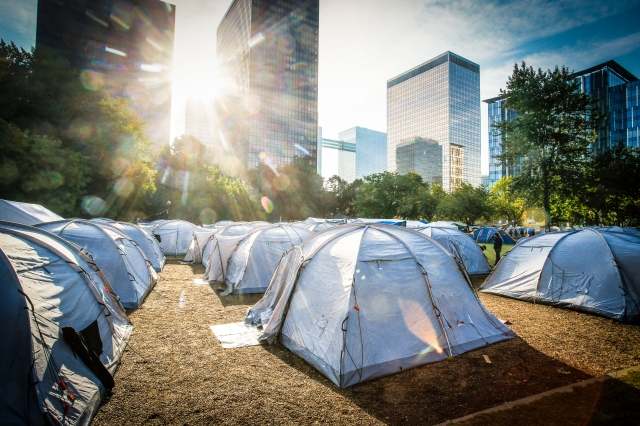Refugee tents at Brussels Parc Maximilien, September 2015. © European Union 2015 - Source : EP